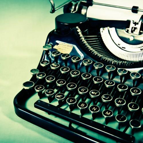 typewriter-1580800