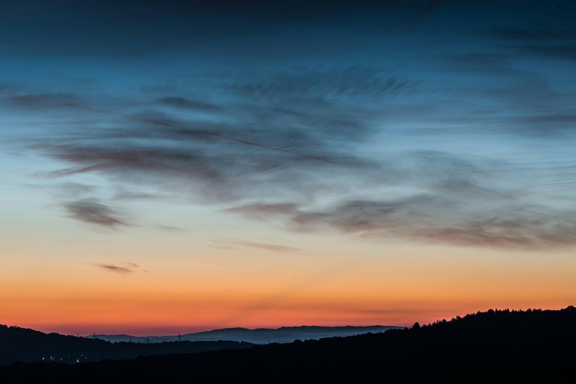 sunrise-209146_1920